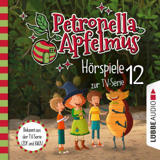Sabine Städing: Petronella Apfelmus, Teil 12: Eine seltsame Aushilfe, Diebesjagd!, Hexische Beförderung